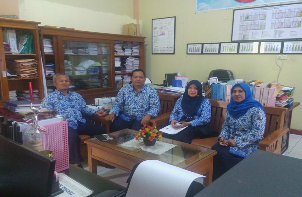 Koordinasi tahap awal dengan bagian humas SMAN 4 Semarang