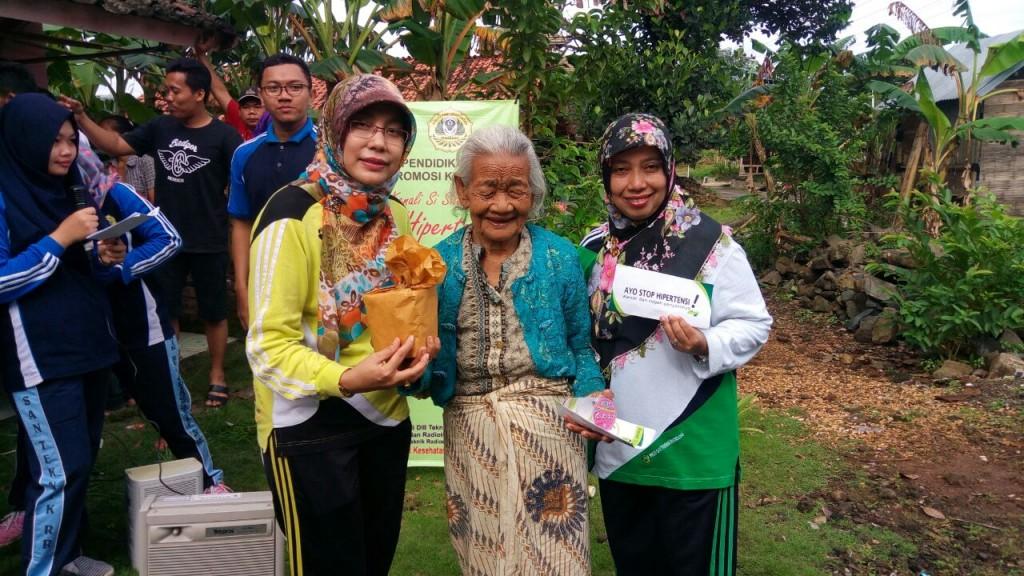 Ibu Ketua Jurusan dan Ketua Prodi DIV Teknik Radiologi bersama peserta pengabmas