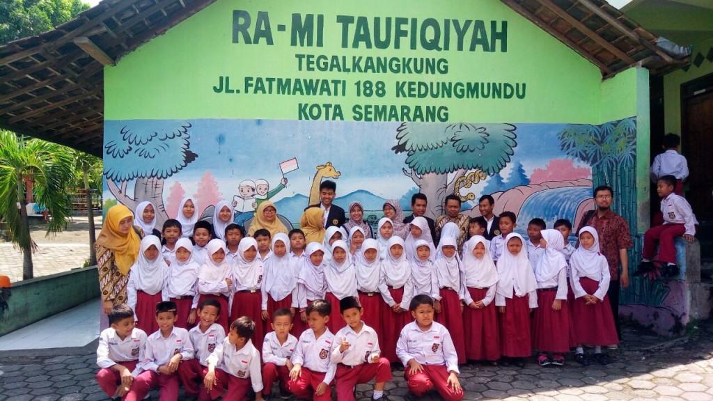 Peserta pengabmas PHBS di MI Taufiqiyah Semarang