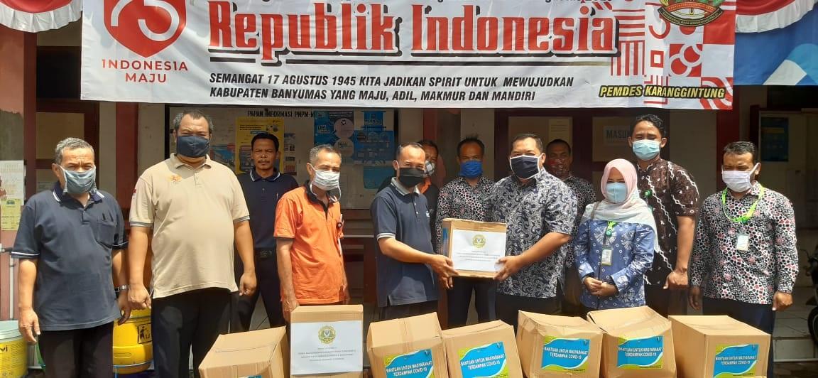 Penyerahan Bantuan APD dari Poltekkes Kemenkes Semarang kepada Desa Binaan dan Puskesmas Sumbang 1